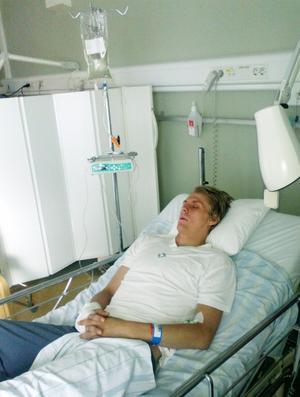 Selångerspelaren Dennis Sjölén fick ligga fyra dagar på Norrlands universitetssjukhus i Umeå och knappt en vecka på Hudiksvalls sjukhus innan han skrevs ut.