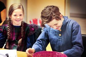 Ida spelas av Stina Sandberg och Walter Riddar Palm gör rollen som Emil.