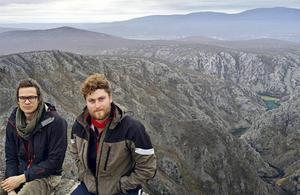 I Österrike träffade Kim tre fransmän som också cyklade, en av dem var Timothée Goutayer. Här har de tagit en paus i Kroatien.