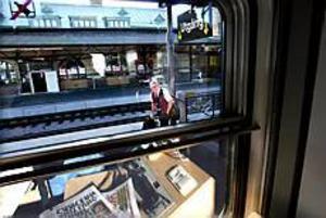 Foto: GUN WIGHPå väg till jobbet. Tågmästaren Kurt Herkules vill inte uttala sig om varslen ännu.