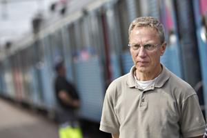 Ove Wahlgren, medlem i Järnvägsmusei Vänner tycker att det är spännande att museet ska ta emot det blåa pendeltåget. Nu önskar han bara att graffitin kunde tas bort och att tåget fick bevaras i fint skick.