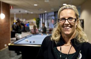 Victoria på Helges fyller 40 och det tänker hon fira med en kräftskiva. Hon tycker lika mycket om att jobba med ungdomar som att spela fotboll.