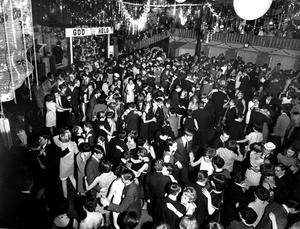 I Rotundan dansades det under närmare 50 år. 1998 köpte Peab Arosparken för att bygga bostäder. Nu har huset byggts om till skola.