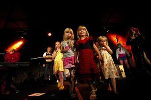Barn. I finalen fick barnen komma upp på scen och dansa. Foto:Staffan Westerlund