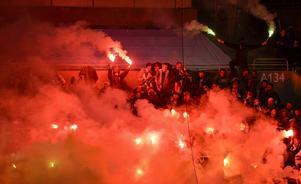 Bengaler tändes, som vid så många gånger förr, på supporterläktaren vid söndagens sista omgång av Superettan i matchen mellan Hammarby och Jönköpings Södra IF.