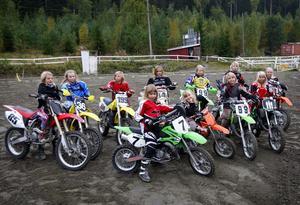 Det blev en lyckad dag för de elva tjejer som i lördags var i Grängesberg för att köra motocross på Örabergsbanan. Samtliga trivdes bra på den kuperade och välpreparerade banan. Foto:Gunne Ramberg
