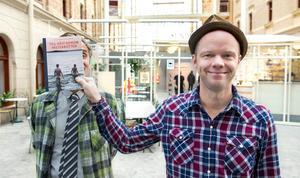 Sven Björklund och Olof Wretling ur Klungan besöker Tonhallen på söndag med sin