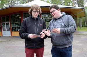 PartnersS. Johan Karlsson gör sitt sista år som junior inom bridgen. De senaste åren och i Krokborn är Simon Hult från Västervik en given partner.