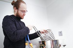Det är många olika redskap och verktyg som behövs för att plocka fram den perfekta ölen.