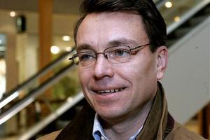 Jan-Olof Backman, en av grundarna av Höga Kusten Flyg, ser utmaningar för Örnsköldsviks flygplats.