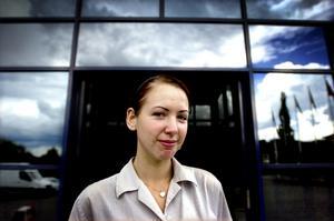 Angelica Henriksson jobbar extra som städare för att pengarna ska räcka till under studietiden. Foto:Paulina Håkansson