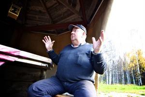 Rasthyddorna kommer att börja fräschas upp under måndagen, då Sven-Erik Danielsson får hjälp av de lokala kyrkbåtsbyggarna.
