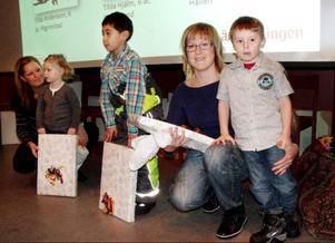 Ottilia Berggren, två år, från Östersund, Tom Sundin, sex år från Stugun och Max Hellgren, fem år från Östersund fick hjälp av föräldrarna när de skulle ta emot sina priser. Ottilia fick ta emot tredjepris i tävlingen, Tom Sundin vann första pris och Max Hellgren fick andra pris.
