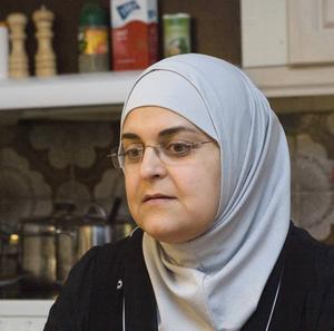 """Uppgiven. """"Jag hoppas att världen gör någonting. Människor bara dör framför våra ögon"""", säger Najwa Abusagr."""
