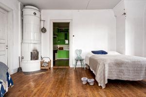 Samtliga sovrum är försedda med egen kakelugn.
