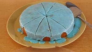 Den blå planeten Uranus fick ätas i tårtformi samma färg.