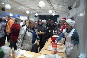 Möjligen var julmarknaden på Gammelgården säsongens sista i Västerbergslagen. Många tog chansen att