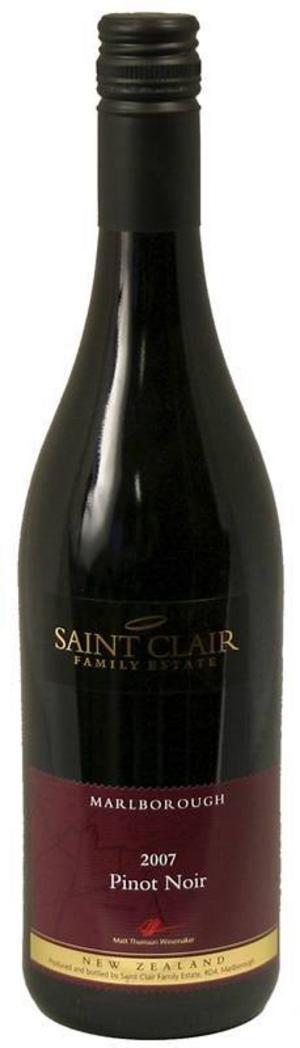 Ett lätt, runt vin hittar du i Stoneleigh Riesling.Saint Clair Pinot Noir är ett friskt vin, kanske till utflykten?