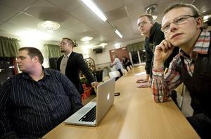 Rasistiska sajter. Sverigedemokraten och nämndemannen Ulf Nilsson gillar och delar rasistiska och nazistiska sidor på sin Facebook-sida.