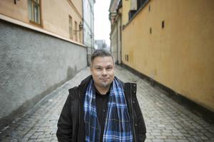 Tommi Kinnunens kvällskurs i novellskrivande resulterade i hans första roman. Hans andra ges i dagarna ut i Finland.