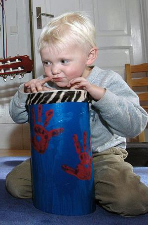 Tim heter den här killen som ger sig hän på trumman.