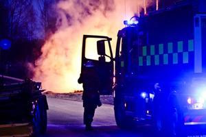 På kvällen den 13 april brann en hög med plank och plast vid bygget vid Forsbackabron.