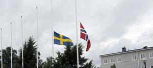 Vid förvaltningshuset i Ljusdal vajade den svenska och den norska flaggan på halv stång hela måndagen.