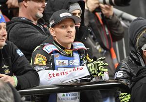 För Fredrik Lindgren väntar nu månader av rehabilitering.