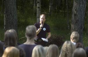 Rektor Anders Ringård hälsade alla elever välkomna till en ny skola och ett nytt läsår.