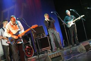 Kompetenta musiker, minst sagt. The Blues Band imponerade stort i Folkets hus, Sandviken.