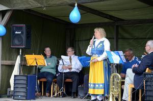 Maud Stranneby var med och arrangerade dagen. Här tillsammans med Askers Brass.