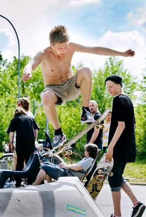 Örebros hopp. Mårten Rapp vann kvaltävlingen i Örebro i överlägsen stil och kan enligt experterna vara med och slåss om en biljett till New York.