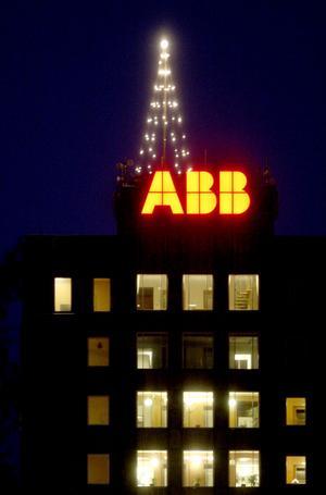 Ljusa tider på ABB i Ludvika med den nya belysningen som är av LED-typ och som ska spara tusenlappar åt företaget.