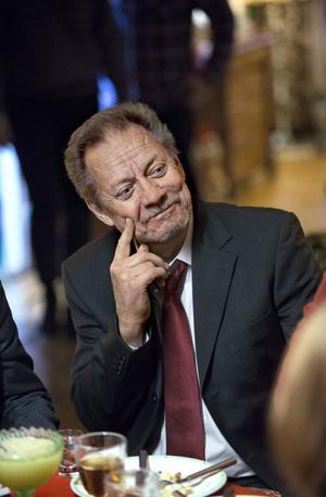 Ständigt aktuell på teater, bio och tv. Nästa år spelar Lars-Erik Berenett i dramaserien Molanders i SVT.
