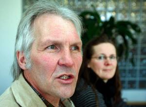 """""""Det är skrämmande att våra politiker kan göra så dumma uttalanden om de äldres behov. De gamla har faktiskt byggt upp det här landets välstånd och är värda all respekt"""", säger Johnny Wiktorsson och hans fru Imber."""