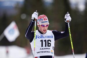 Mats Larsson, Åsarna, var imponerande överlägsen på femmilen. Fyra minuter och elva sekunder blev segermarginalen till tvåan Jesper Modin, Piteå.