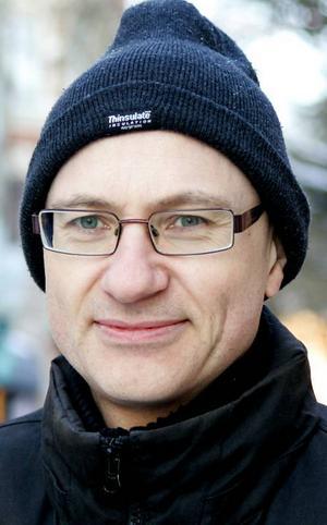 Pär Nilsson,48 år, Odensala:– Ja det gör jag,annars fryser man ju om bena. När det blir för kallt med bara jeans så har jaglångkalsonger. Men inomhus blir det för varmt.