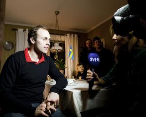 På söndagen ville alla ha ett snack med Jörgen Brink.