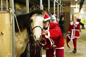 Emelie Ferlander ska vara tomte, tillsammans med hästen Monsun.