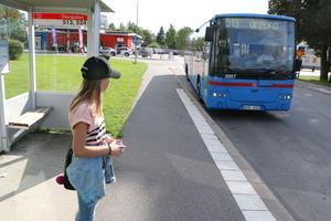 Matilda Lundgren åker linjetrafik och skolbuss. Hemresan börjar i Fjugesta.