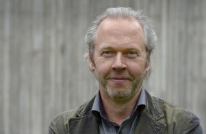 Jeppe Wikström är grundare av stiftelsen Expressions of Humankind. Han har tidigare tagit initiativ till liknande projekt, som