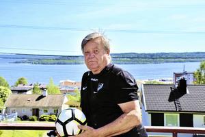 Hasse Lundberg, i dag 67, är och förblir fotbollen trogen. Foto: Christian Franzén