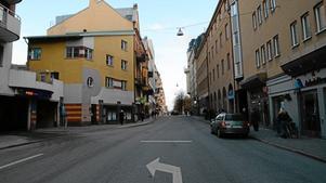 På Olaigatan i centrala Örebro vill Karaffen Förvaltning göra om ett källarutrymme till vandrarhem. Men Bostadsrättsföreningen Freden är rädd att boende som bor ovanpå källaren ska störas.