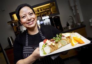 """""""Jag tycker om allt som är vackert och gott,"""" säger Saadia Dohar och gör crêpes                                 på sitt eget sätt."""
