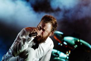 In Flames med Anders Fridén i spetsen tog Gävlepubliken med...eldstorm.OBS! Bilden är hämtad från en tidigare spelning i Göteborg eftersom pressfotografer inte var välkomna in på Maxim-konserten. Foto: Scanpix
