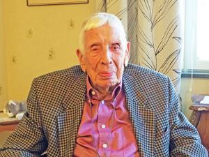 Se till att jobba, då håller du dig ung, säger Elton Nordin som fyller 100 år på söndag.