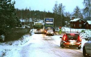 Busstrafiken stod still i Sunnanäng i går.FOTO: MATS RÖNNBLAD