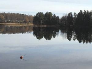 Lugnet före stormen. Södra Barken/Strömsholms kanal.