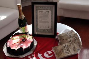 Efter att Säters kommunslogan utsetts till bäst i Sverige belönades kommunen med diplom och champagne.