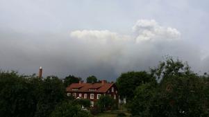 Så här ser rökmolnen ut utanför Storgårdsvägen, Virsbo